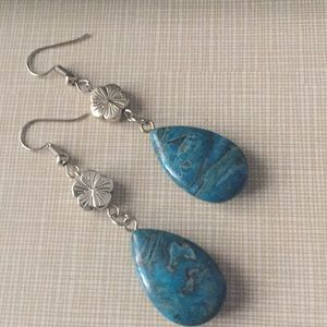 So beautiful and girly natural turquoise earrings